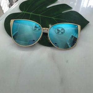 BNWT blue mirror sunglasse